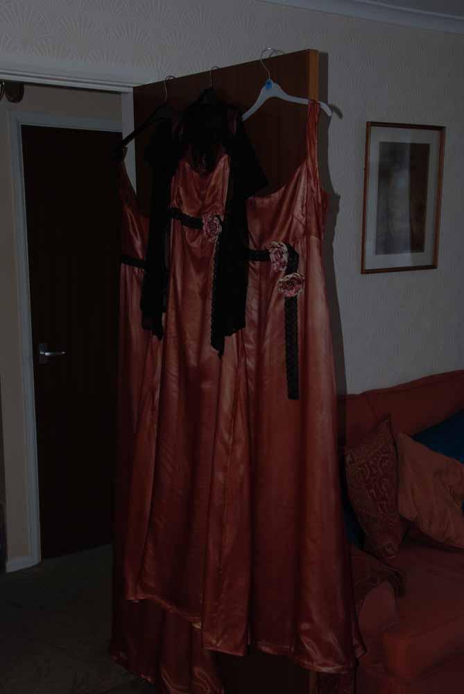 Donkere jurk. Slechte amateur bruidsfotograaf  voorbeelden