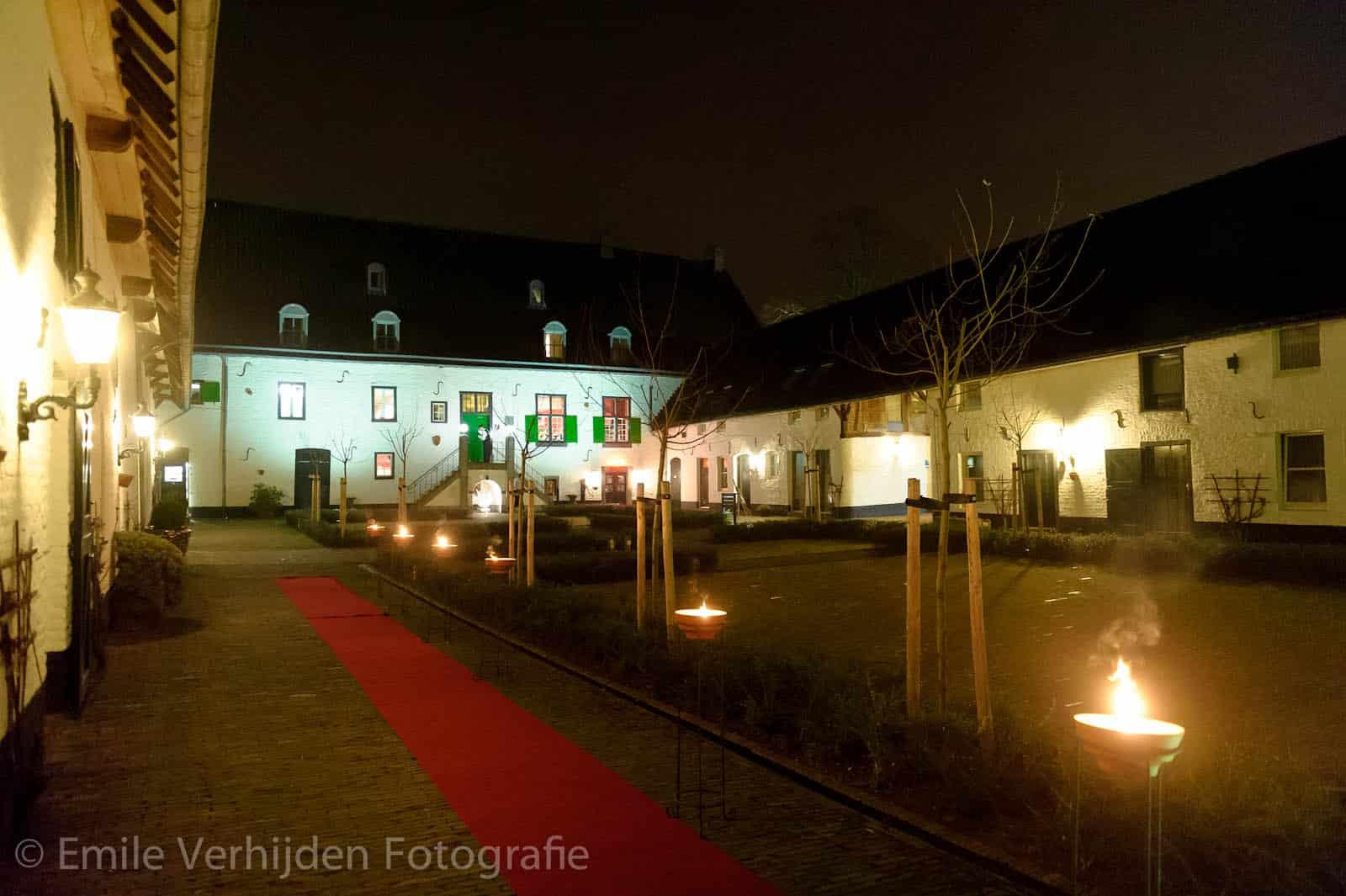 Avondopname binnenplaats Winselerhof te Landgraaf