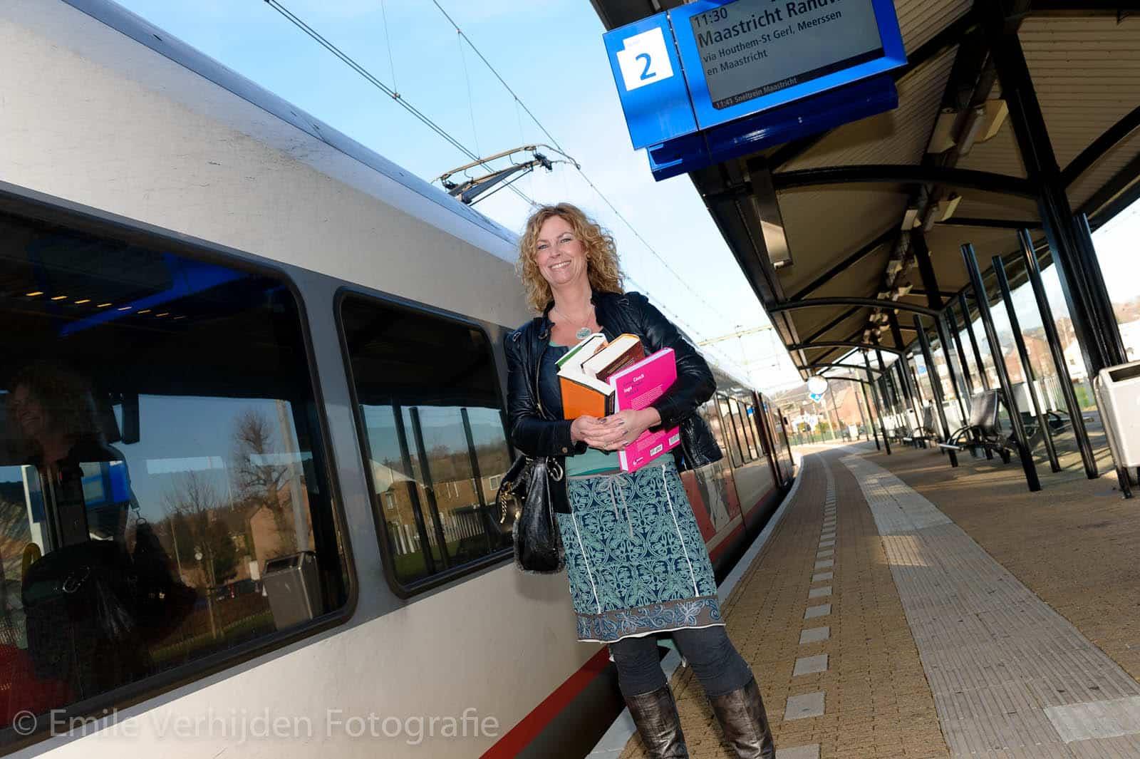 Een opname voor het tijdschrift van de  ANWB bij treinstation Valkenburg