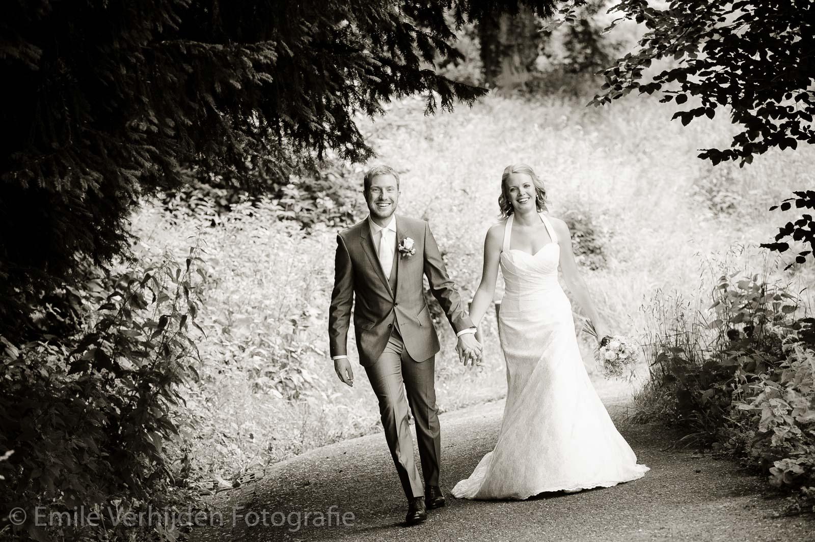 Samen de berg oplopen, bruidsfotograaf Limburg Emile Verhijden