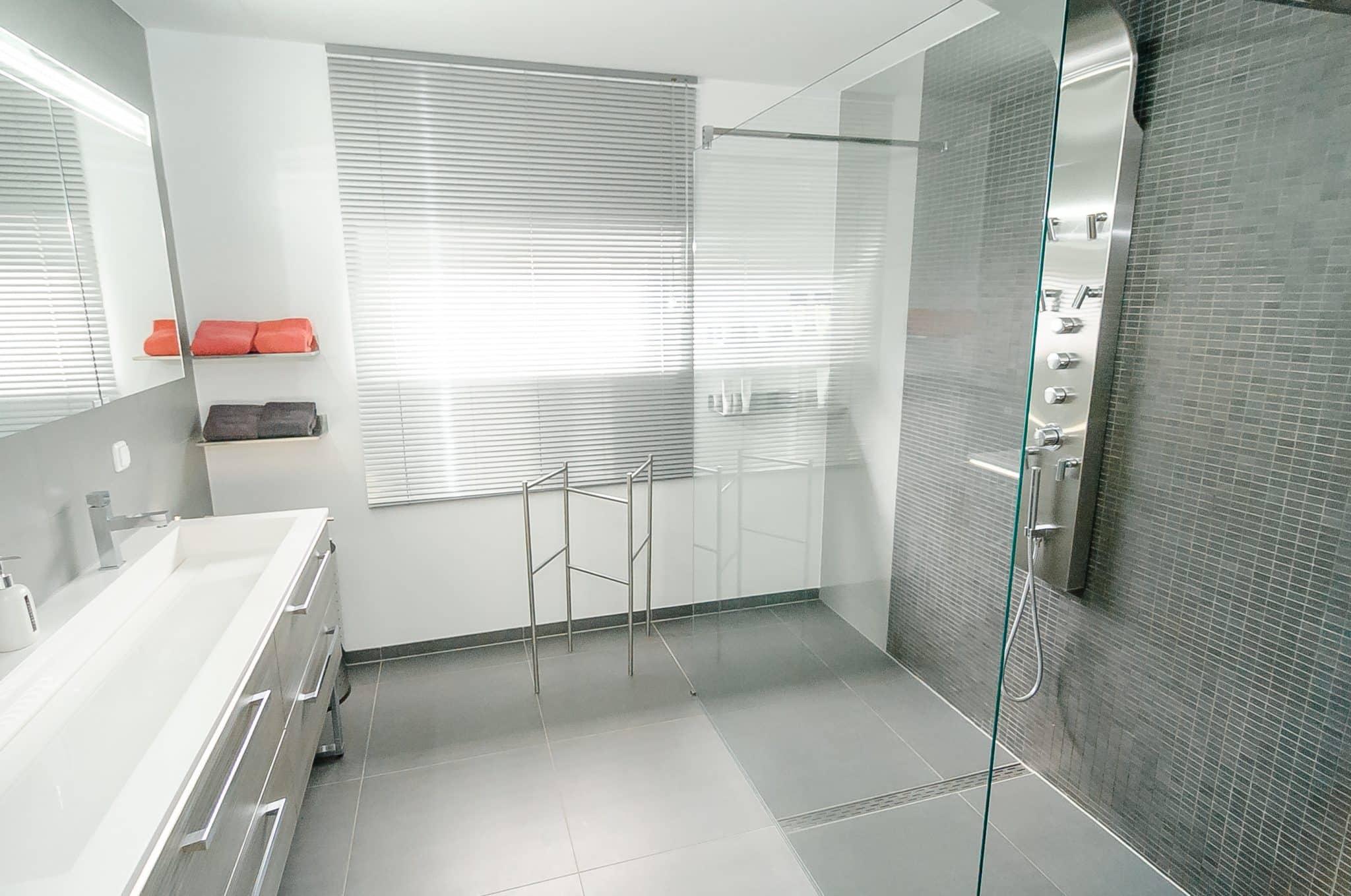 Woningfotograaf limburg - Voorbeeld badkamer italiaanse douche ...