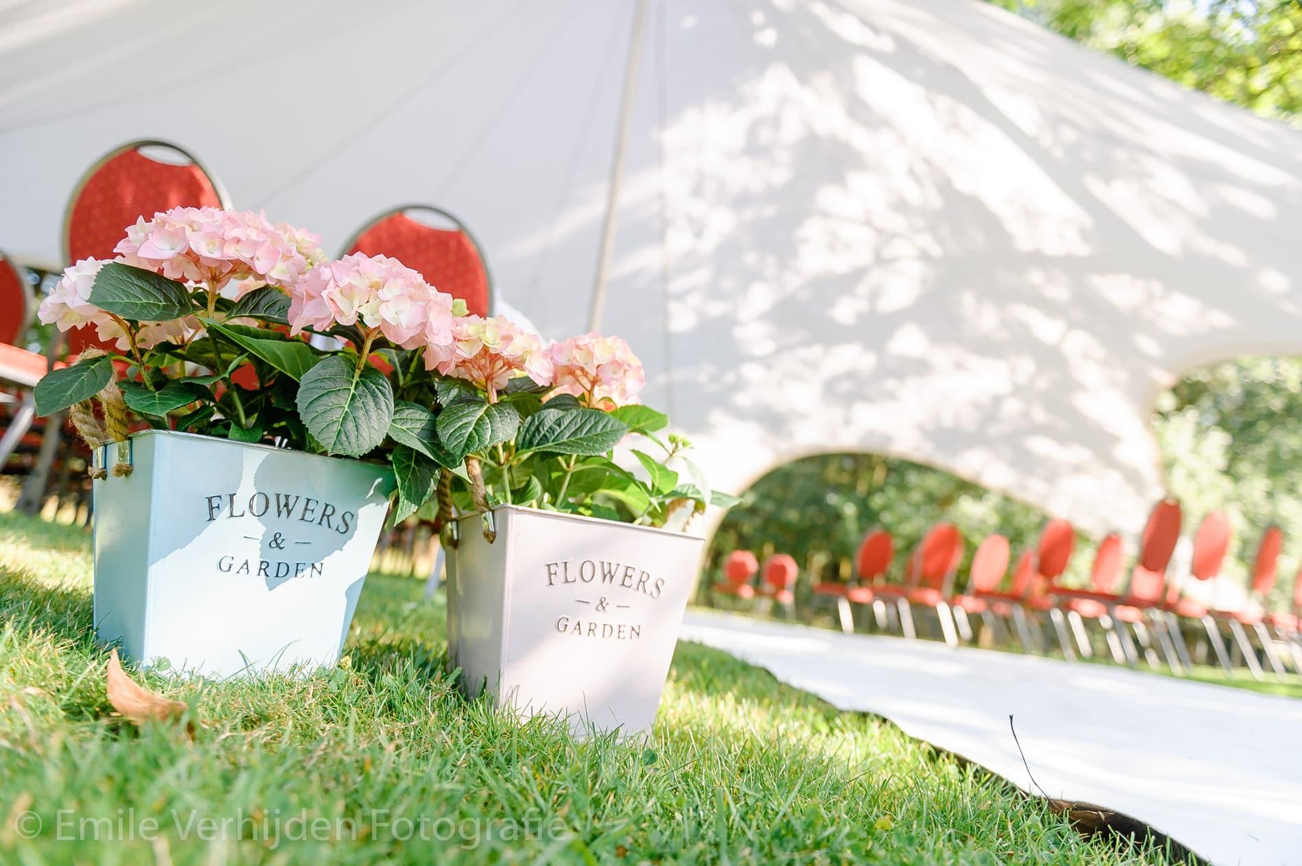 bloemen-in-beeld-bruidsfotografie-winselerhof-landgraaf Bruidsfotografie Winselerhof Landgraaf - Kerkrade