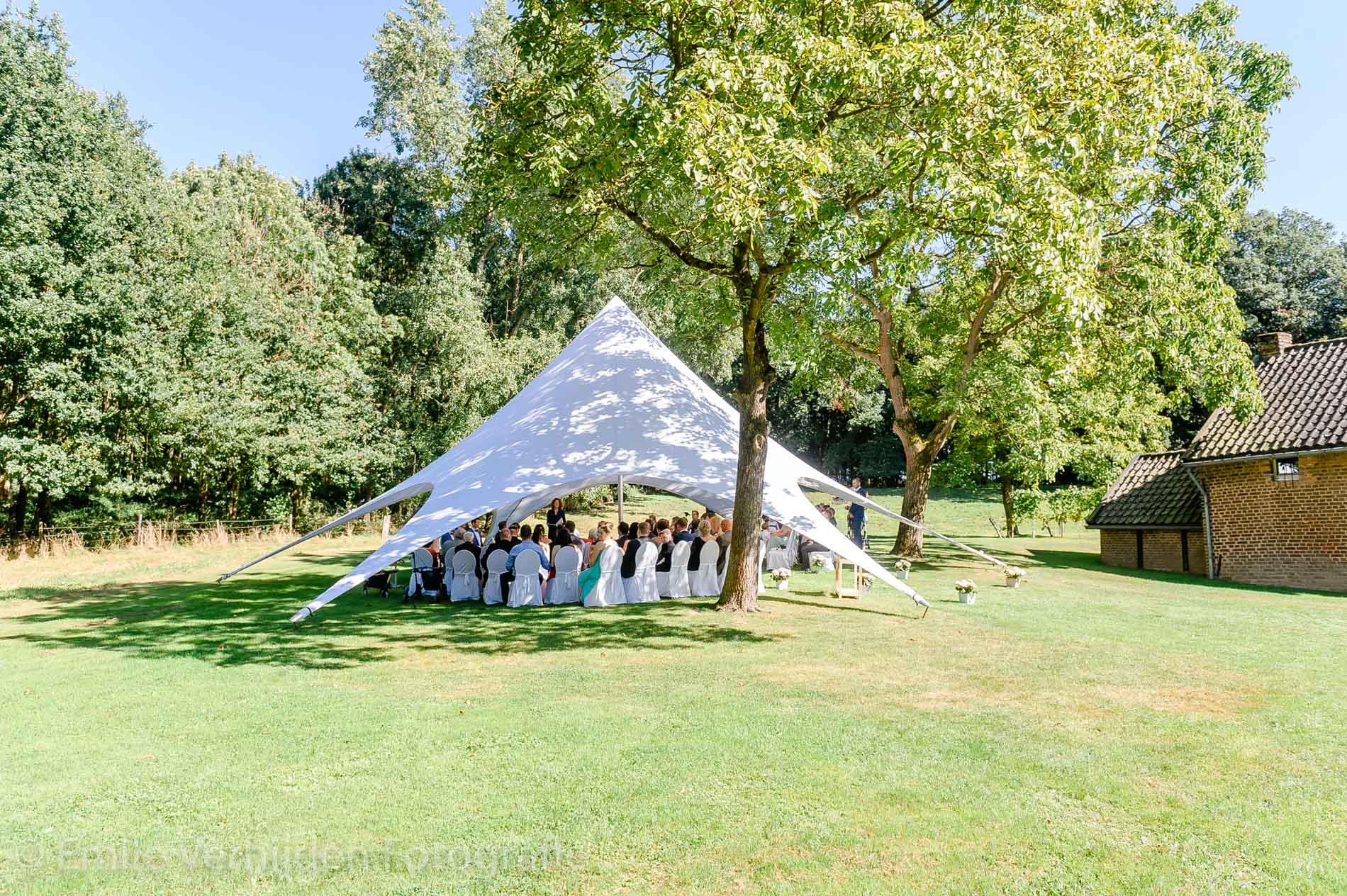 De tent in de prachtige tuin van Winselerhof