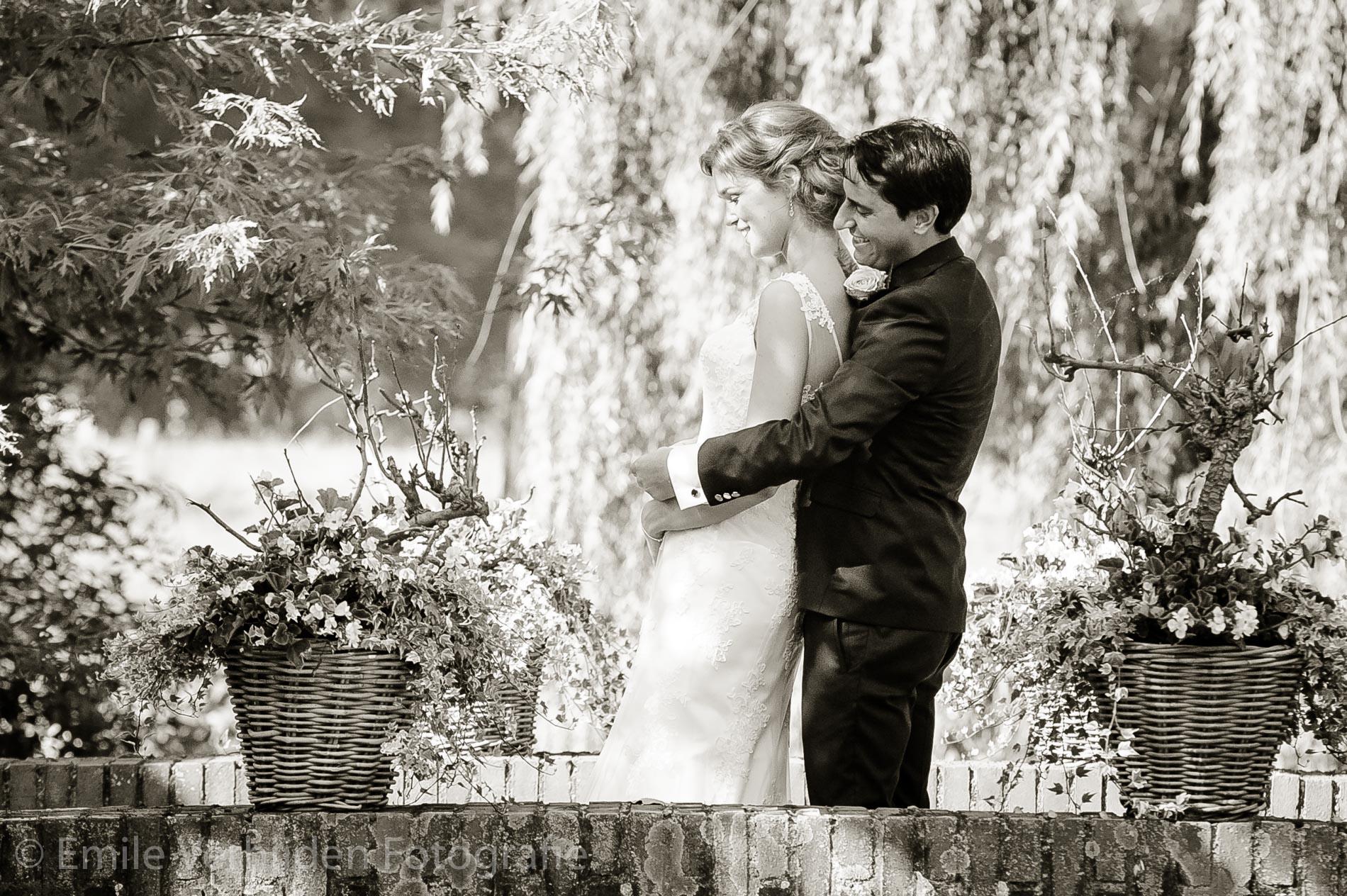 Yes we zijn getrouwd! Bruidsfotograaf Kasteel Groot Buggenum Grathem Limburg