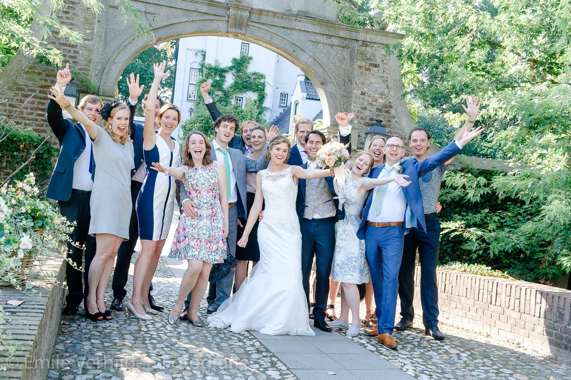 Groepsfoto. Bruidsfotograaf Kasteel Groot Buggenum Grathem Limburg