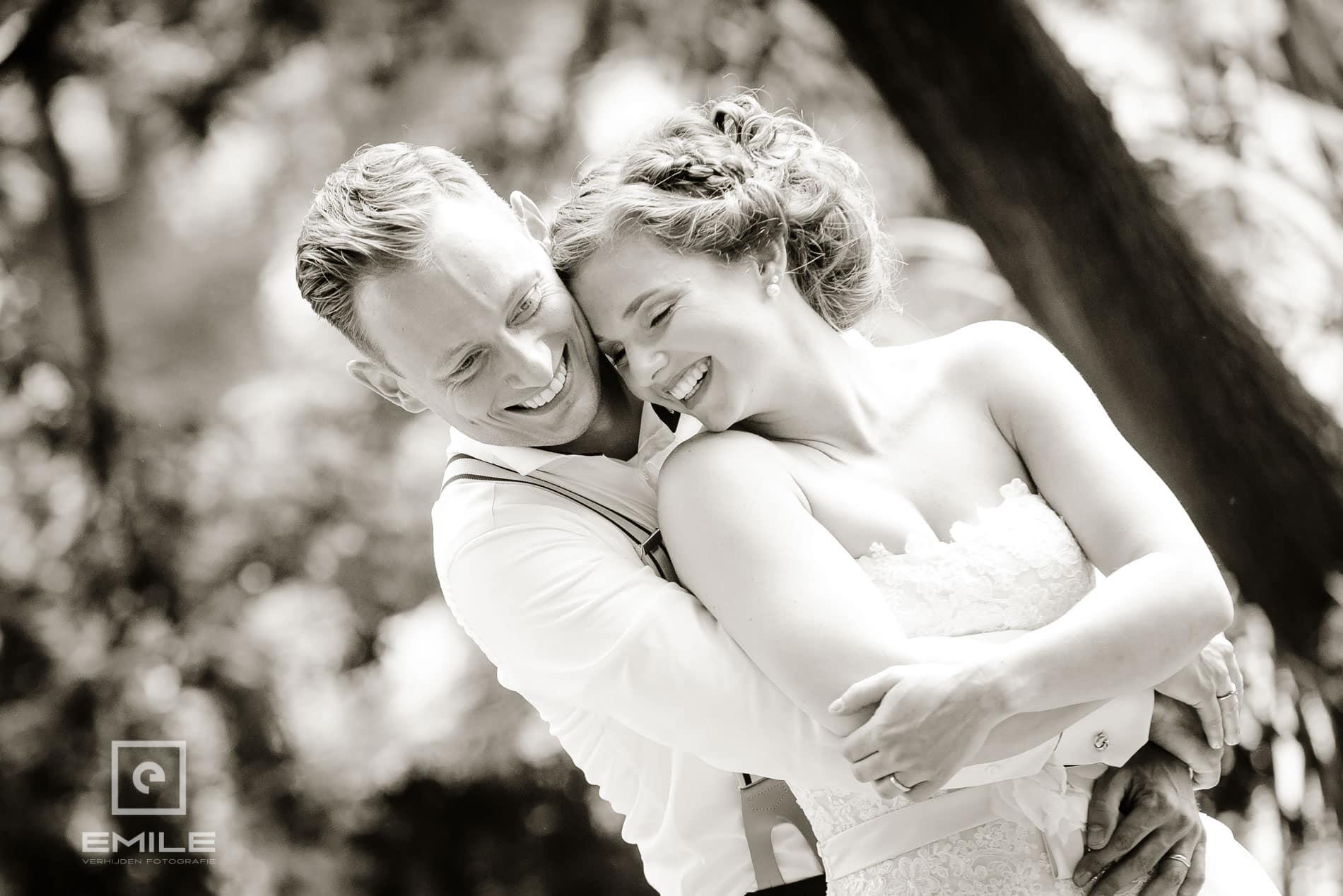 Top foto in zwart-wit! Bruidsfotograaf Limburg - Kasteel Daelenbroeck - Herkenbosch