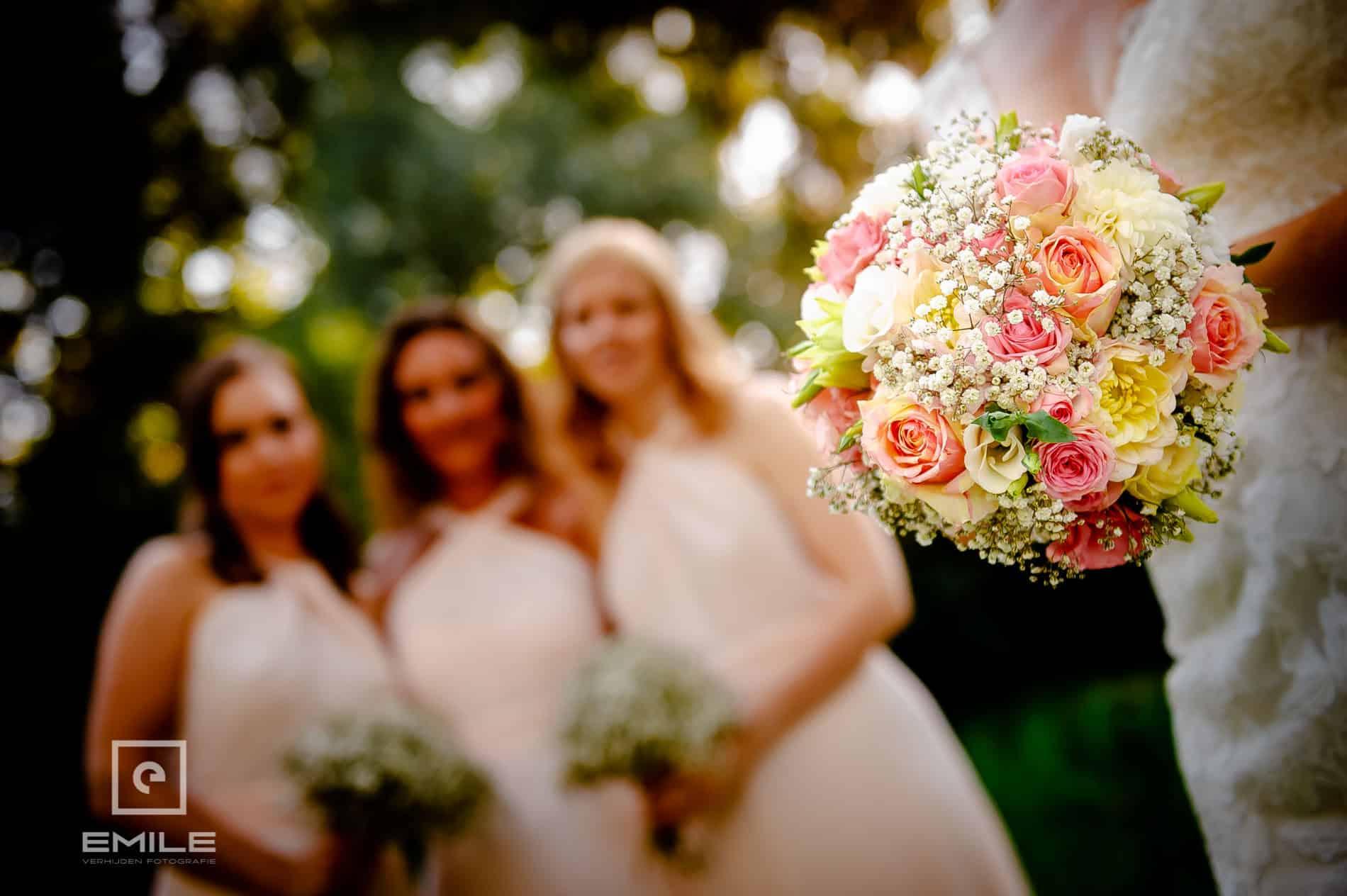 Bruidsboeket van dichtbij, in close-up. Closeup bruidsboeket