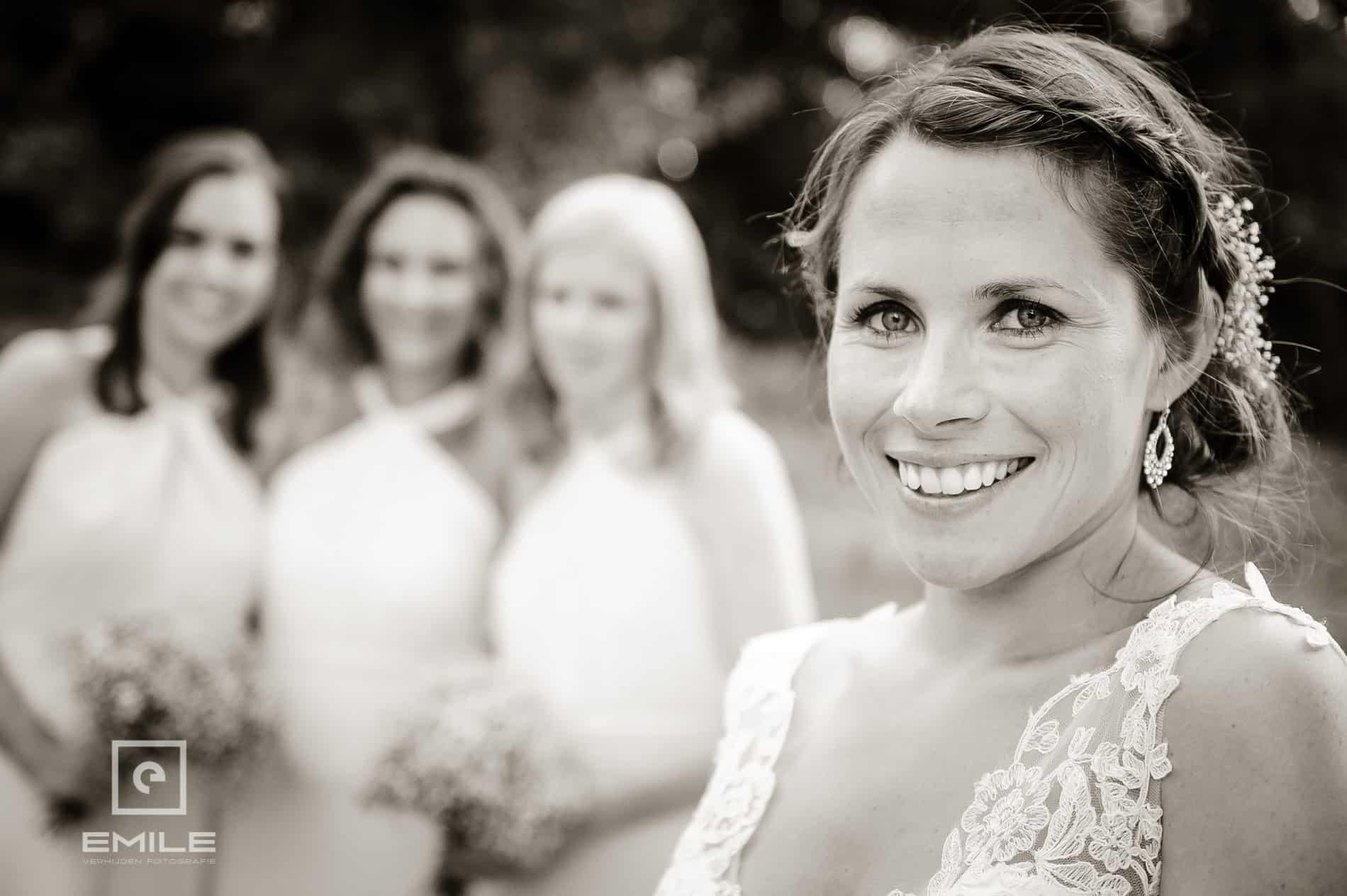 Close-up van de bruid. Dichtbij opname van de bruid. Bruidsfotograaf Landgraaf - Winselerhof