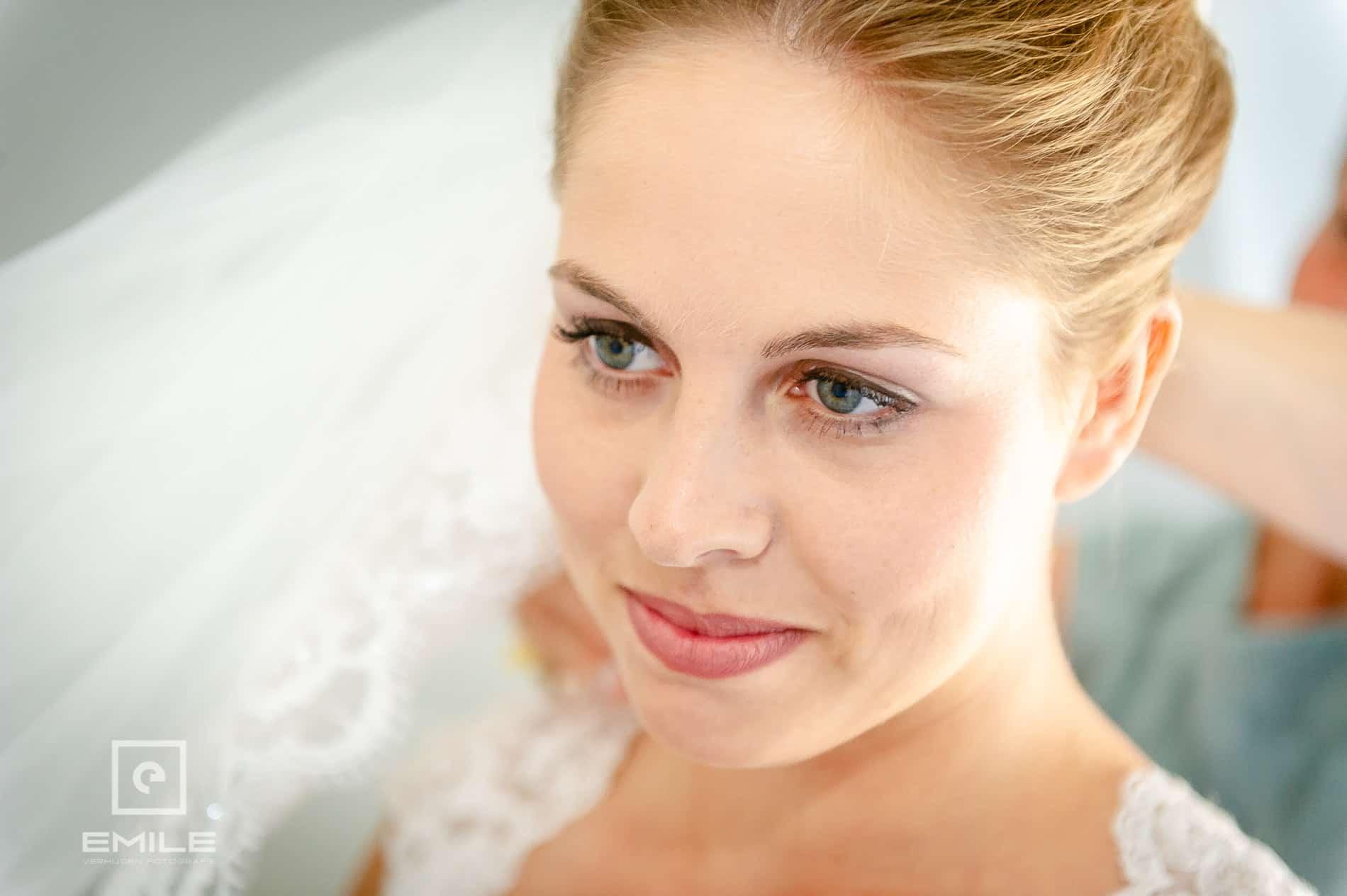 Close-up gezicht van de bruid. Bruidsfotograaf venray