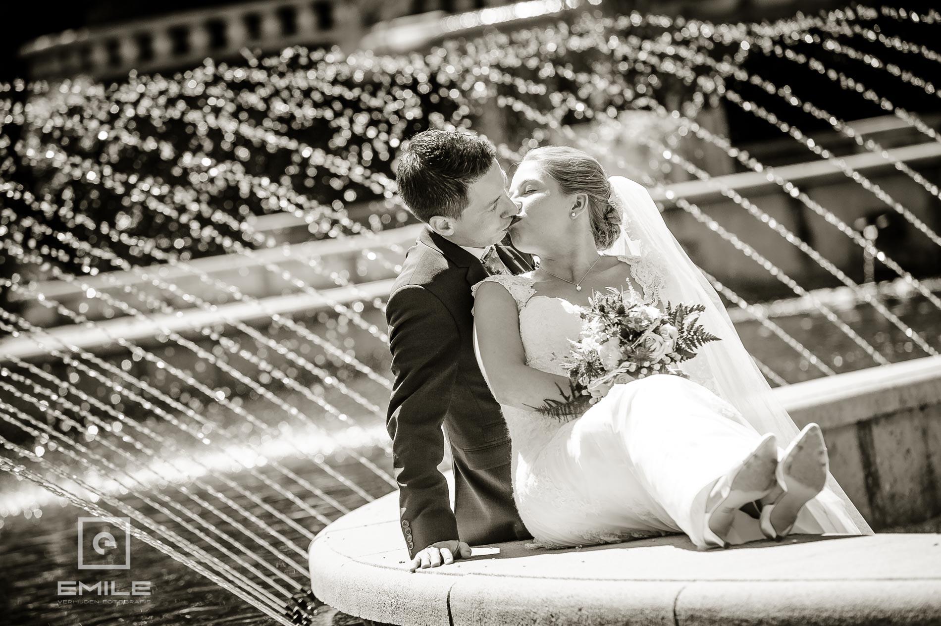 Bruidsfotograaf Venray bij Kasteeltuin Arcen en Partycentrum de Hoeve Venlo