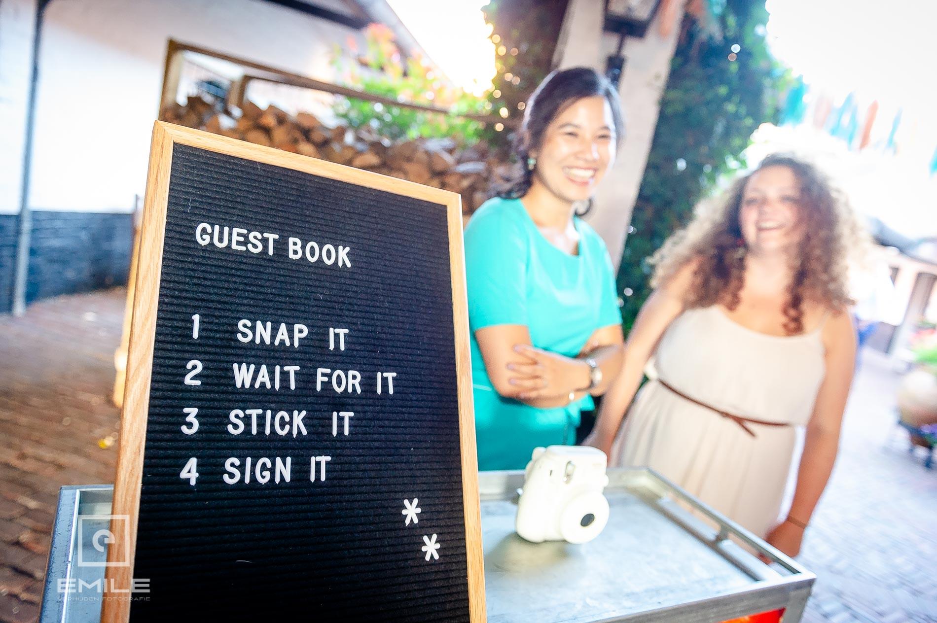 Een bord bij een photobooth bij Partycentrum De Hoeve