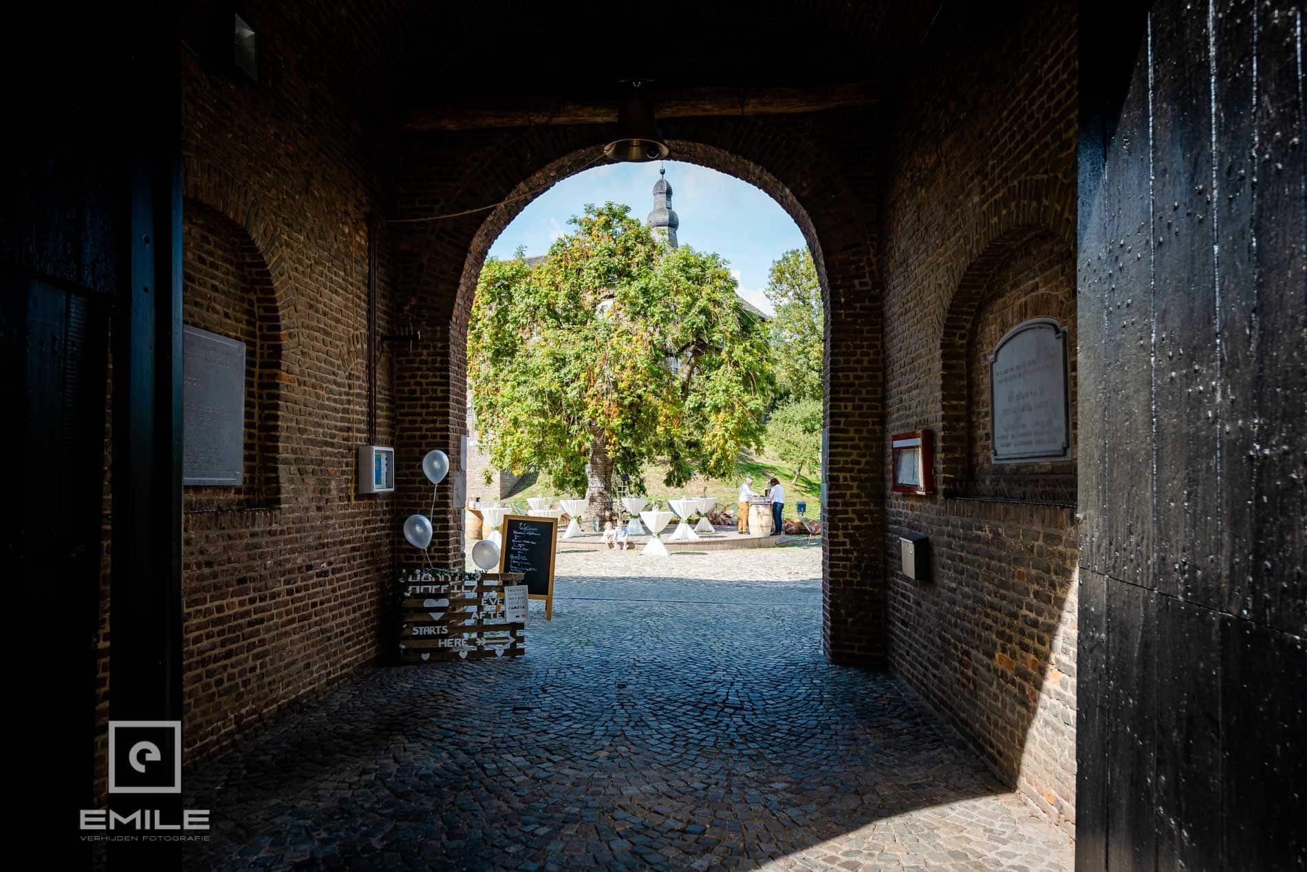 Bruidsfotograaf Kasteel Limbricht kasteel limbricht poort