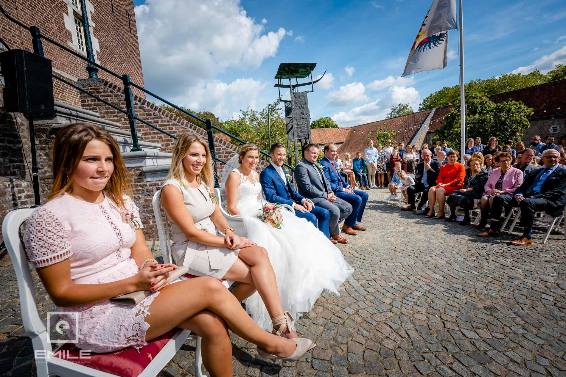 Bruidsfotograaf Kasteel Limbricht ceremonie. Trouwen in Limburg
