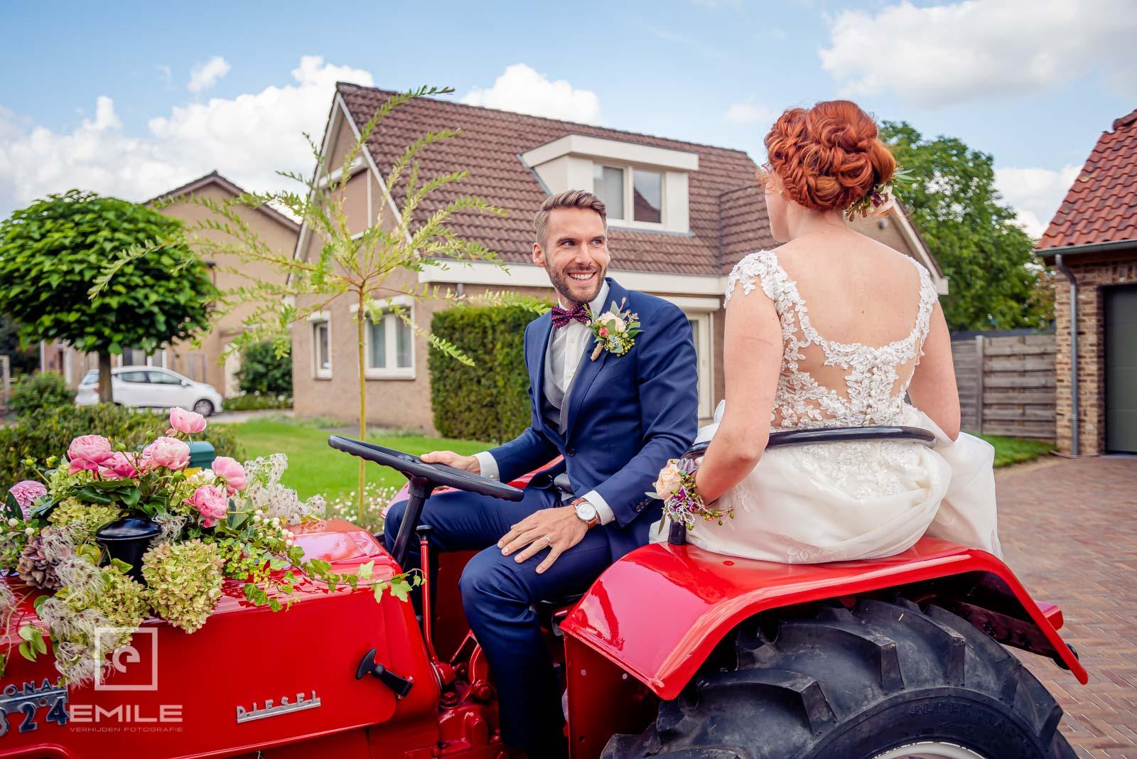 Weer thuis met de tractor. Huwelijk Wylre Zuid-Limburg