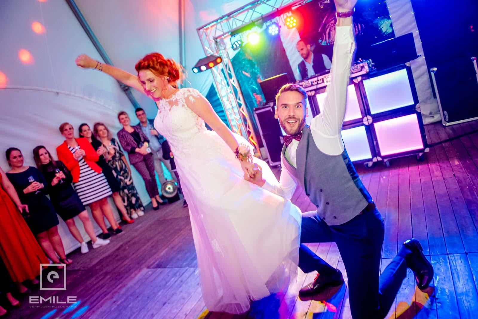 Rock en Roll met het bruidspaar. Trouwen in Limburg