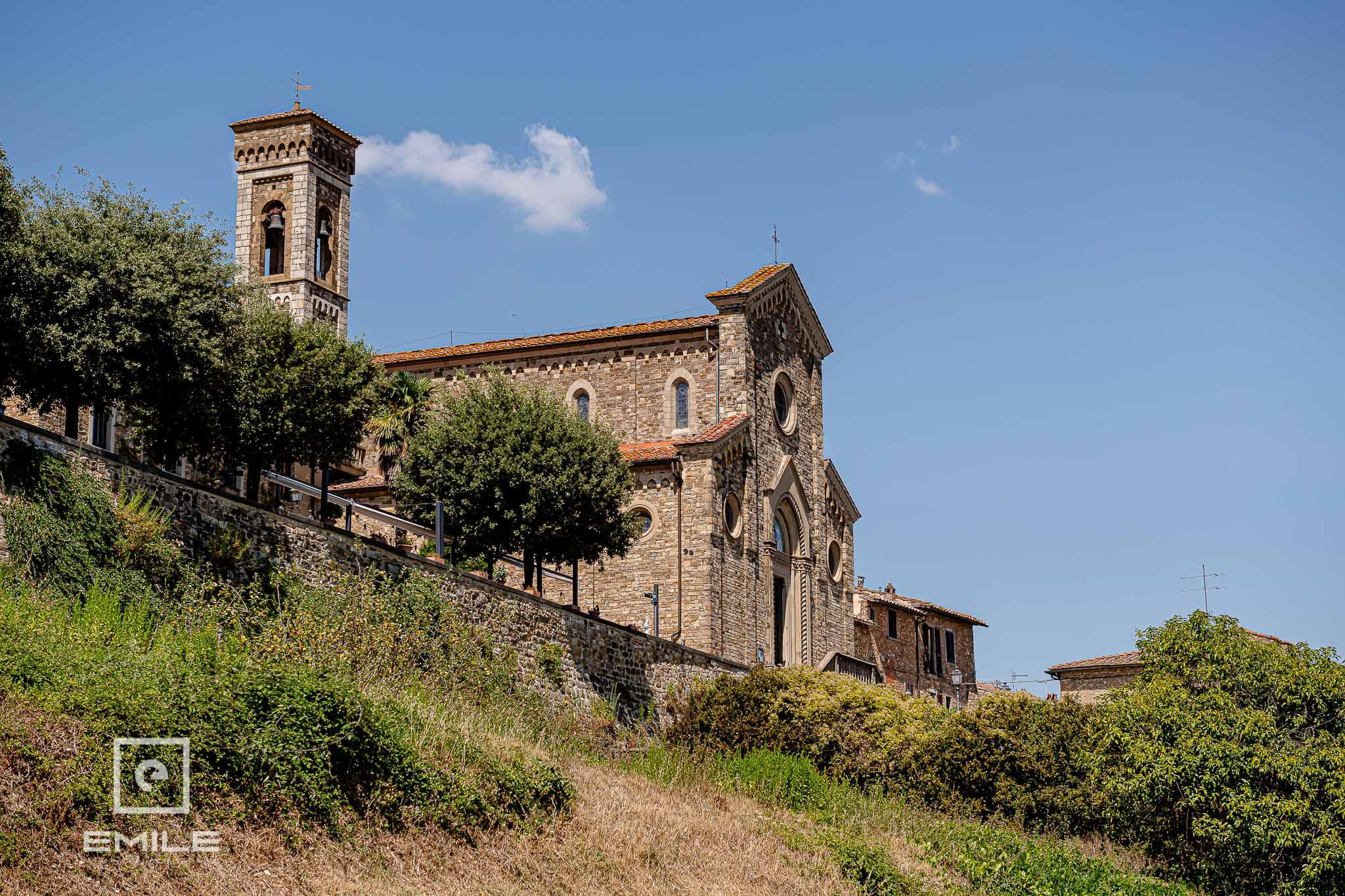 De kerk waar getrouwd gaat worden - Destination wedding San Gimignano - Toscane Italie - Iris en Job
