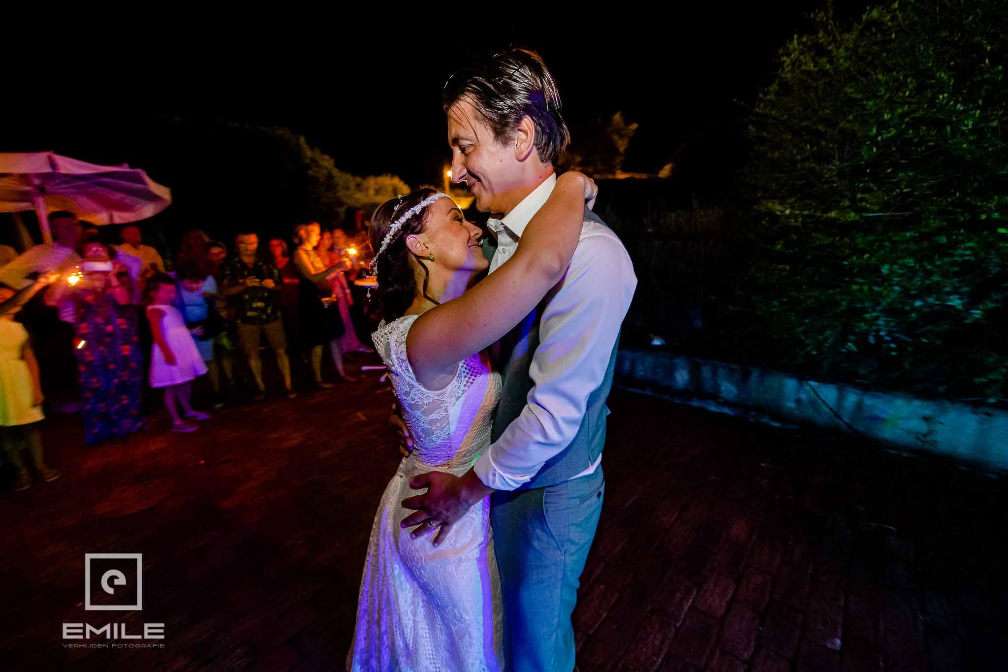 De openingsdans - Destination wedding San Gimignano - Toscane Italie - Iris en Job